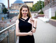 Interviu pentru The Woman    http://thewoman.md/natasa-alina-culea-scriu-despre-ceea-ce-vrea-sa-vad-lume/ Natasa Alina Culea. Bucuresti. Romania