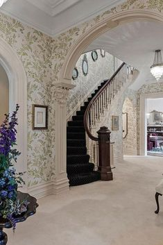 Castle Rooms, Castle House, Old Victorian Homes, Vintage Homes, Victorian Interiors, Victorian House, Old Mansions, Mansions Homes, Curved Staircase