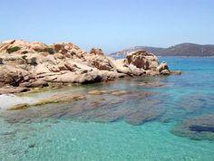 La Corse. La plage de Tradicettu (Sartène). Le sable est fin et doré et l'eau cristalline dans ce paradis encore un peu sauvage. Veni Vidi Vici, Destinations, Sardinia, Places To Go, Beautiful Places, World, Beach, Water, Souffle