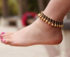 Females anklets a perfect method to bring your jewelry selection to the next level. Ankle Jewelry, Ankle Bracelets, Baby Jewelry, Anklet Designs, Silver Anklets Designs, Tatto Designs, Ring Designs, Boho Shoes, Ankle Chain