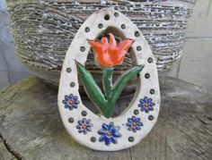 Průměr věnce je 11 x 8 cm. Decorative Plates, Ceramics, Home Decor, Models, Craft, Drawings, Easter, Handarbeit, Ceramica