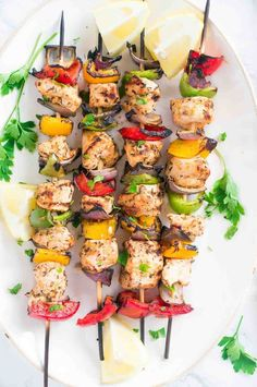 Juicy and flavorful Grilled Mediterranean Chicken Kebabs marinated in olive oil, lemon juice, garlic and spices make for a light, delicious and easy dinner. Grilled Fish Recipes, Healthy Grilling Recipes, Skewer Recipes, Healthy Summer Recipes, Healthy Breakfast Recipes, Mediterranean Chicken, Mediterranean Recipes, Mediterranean Style, Muesli