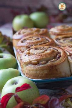 Rollos de manzana y canela Types Of Bread, Cinnabon, Cheesecake Cake, Pastry Shop, Apple Cake, Dessert Recipes, Desserts, Cupcake Cakes, Cupcakes
