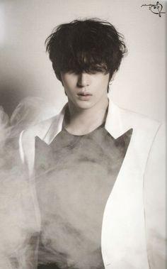 Leo Beautiful Liar Photobook