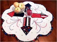 Art Threads: Wednesday Sewing - Quilted Fourth of July Table Mat Flag Quilt, Patriotic Quilts, Patriotic Crafts, Quilt Blocks, Quilted Table Toppers, Quilted Table Runners, Small Quilts, Mini Quilts, Easy Sewing Projects