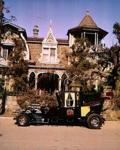 Get This Special Offer The Munsters Family Coach Parked in Front of 1313 Mocking Bird Lane 8 x 10 Photo Munsters Car, Munsters House, Munsters Tv Show, La Familia Munster, Classic Tv, Classic Cars, 1313 Mockingbird Lane, Mocking Birds, Yvonne De Carlo