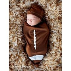 Dress your little athlete in a cute football costume for baby. Choose a nice football costume for your baby from the best collection of baby. So Cute Baby, Cute Kids, Cute Babies, Baby Boys, Baby Kostüm, Boy Babies, Babies Pics, Baby Mine, Babies Clothes