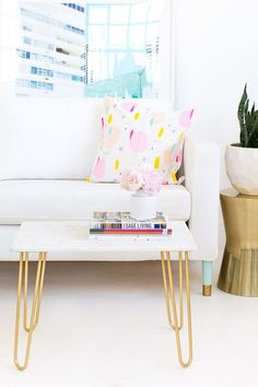 25 On-the-Cheap DIY Ideas to Make Your Living Room Look Expensive A DIY marble and gold accent table from Sugar & Cloth. Cheap Home Decor, Diy Home Decor, Room Decor, Design Furniture, Diy Furniture, Plywood Furniture, Diy Interior, Interior Design, Gold Accent Table