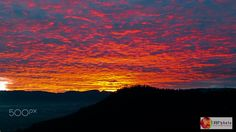 Infierno en el firmamento - Vista del cerro Auqui y la cordillera de los Andes al amanecer desde Quito, Ecuador. // Auqui hill and Andes mountains view at dawn from Quito, Ecuador.