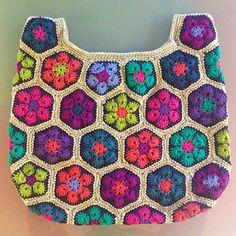 African Flower Bag crochet pattern by Jo's Crocheteria #crochet #crochetpattern #crochetafricanflowers #crochetbag