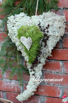 This heart shaped wreath consists of tree hearts. The bottom is covered in reinder lichen, then a heart of moss, and on top of that a heart made of birch bark.