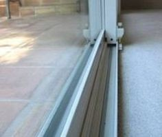 14 Clever Deep Cleaning Tips & Tricks Every Clean Freak Needs To Know Deep Cleaning Tips, House Cleaning Tips, Diy Cleaning Products, Cleaning Solutions, Spring Cleaning, Cleaning Hacks, Cleaning Items, Diy Hacks, Sliding Door Track