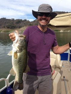 08/06/2015 look at the size of this bass that this angler caught on a white Zip B-Switcher 4.0 crank bait while fishing with his friends and Lake Casitas Fishing Guide Rich Tauber. If your interested in cathcing bass like this then give me a call at (818) 439-1154.