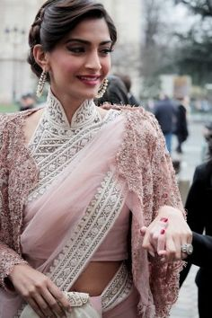 Sonam Kapoor in elegant buttoned up high neck embellished Saree blouse. Sonam Kapoor looks absolutely stunning in this simple saree with gorgeous blouse