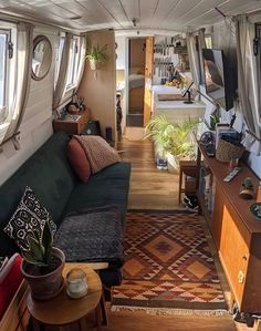 Modern Tiny House, Tiny House Living, Home And Living, Small Space Living, Small Spaces, Living Spaces, Small Houseboats, Canal Boat Interior, Narrowboat Interiors