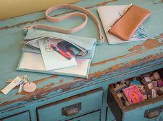 DIY-Anleitung: Irisierende Fold Over aus Leder nähen via DaWanda.com