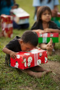 Photo from Operation Christmas child. This is an attitude of gratitude! Christmas Child Shoebox Ideas, Operation Christmas Child Shoebox, Christmas Shoes, Kids Christmas, Christmas Gifts, Samaritan's Purse, Kids Around The World, Attitude Of Gratitude, Shoe Box