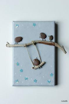 ***RESERVE***Tableau galets oiseaux bois flotté fond gris touches bleu dessin humoristique petit format chambre enfant