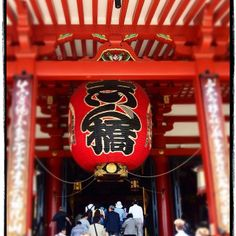 A massive paper lantern dominates the Sensoji Temple in #Asakusa, #Tokyo. Photo courtesy of wanderlust__jenny on Instagram.