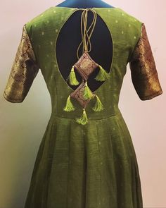 Saree Kuchu Designs, Sari Blouse Designs, Blouse Neck Designs, Dress Designs, Mehndi Designs, Long Gown Dress, Sari Dress, Dress Belts, Kurta Neck Design