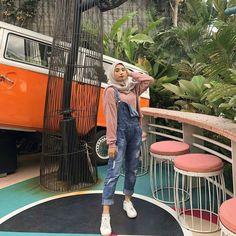 Inspirasi OOTD hijab untuk ke Kampus – N&D – Hijab Fashion 2020 Modern Hijab Fashion, Street Hijab Fashion, Hijab Fashion Inspiration, Kpop Fashion, Fashion 2020, Fashion Outfits, Ootd Hijab, Casual Hijab Outfit, Outfit Jeans