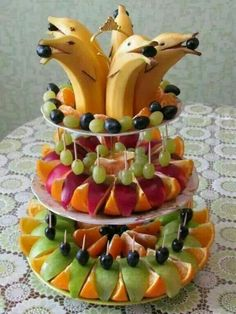 Best fruit vegetable veggie tray ideas for parties fun vegan food recipes Fruit Decorations, Food Decoration, Owl Centerpieces, Cute Food, Good Food, Yummy Food, Delicious Fruit, Fruit Recipes, Cooking Recipes
