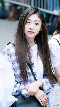 Kpop Girl Groups, Korean Girl Groups, Kpop Girls, Kpop Fashion, Girl Fashion, Jin, Seo Jisoo, Chinese Actress, First Girl