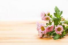 Flores en una mesa Foto Gratis