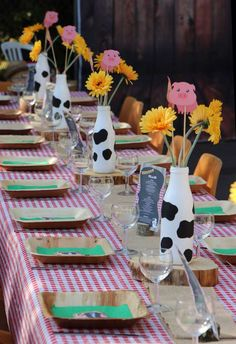 Take a look at this lovely farm themed birthday party! The table settings are g. - Take a look at this lovely farm themed birthday party! The table settings are gorgeous! 2nd Birthday Party For Girl, Cowgirl Birthday, Birthday Party Tables, Girl Birthday Party Themes, Circus Birthday, Circus Party, Birthday Ideas, Farm Animal Party, Farm Animal Birthday