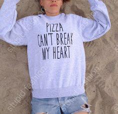 Pizza Can't Break My Heart Grey sweatshirt UNISEX door Stupidfashion