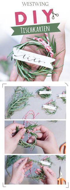 Duftende Tischkarten! Du möchtest originelle Tischkarten für ein weihnachtliches Dinner? Unser Tipp: Kräuter! Tischkarten aus Rosmarin, Majoran und Co. schaffennicht nur einen frischen Akzent auf dem Tisch, sondern Sie riechen auch noch gut. // Weihnachten Christmas Deko Advent Adventskranz Ideen DIY Selbermachen Geschenk Winter Tischdeko Tischkarten Weihnachtsdekoration Tipps How to#Weihnachten#Christmas#Ideen#Geschenk#DIY#Selbermachen#Tischdeko#Tischkarten#Weihnachtsdeko#Howto