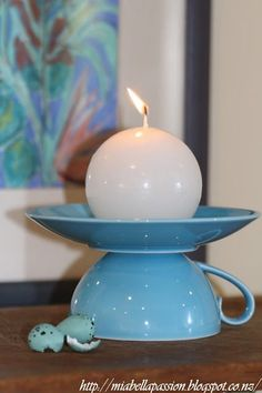 DIY Your Own Tea Cup Candle Holder.These candle holders are fab gifts wrapped in cellophane and tied with a ribbon. Teacup Candles, Diy Candles, Scented Candles, Beeswax Candles, Homemade Candles, Cup And Saucer Crafts, Teacup Crafts, Arte Country, Diy Candle Holders