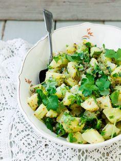 Kirkas perunasalaatti - Ruokakonttuuri Pasta Salad, Potato Salad, Potatoes, Drinks, Ethnic Recipes, Food, Crab Pasta Salad, Drinking, Beverages