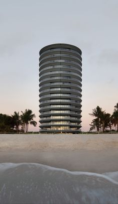 Eighty Seven Park by the architect's firm Renzo Piano Building Workshop is a beachfront building at the northernmost perimeter of Miami Beach in the North Beach district. Architecture Miami, Landscape Architecture, Renzo Piano, Florida City, Grove Park, Beach Properties, Fluid Design, Zaha Hadid Architects, North Beach