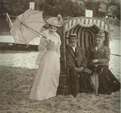 Photo de famille à la plage en 1900