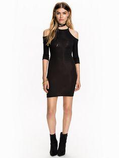 Nelly.com: Off Shoulder Dress - NLY Trend - nainen - Musta. Uutuuksia joka päivä. Yli 800 tuotemerkkiä. Rajatonta vaihtelua.