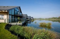 Waters Edge Luxury Holiday Cottages - Contemporary & stylish holiday cottages overlooking lake set in Cotswold Water Park