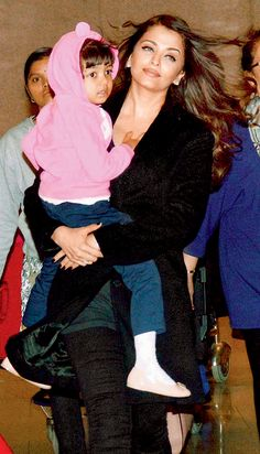 Aishwarya Rai Bachchan with daughter Aaradhya at Mumbai airport after returning from Cannes 2015.