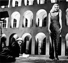 """L'EUR che ci siamo dimenticati essere ancora, talvolta, nelle giornate e nella Roma migliori... Anitona ne """"Le tentazioni del dottor Antonio"""" di Federico Fellini,1962 (episodio di """"Boccaccio '70"""")."""