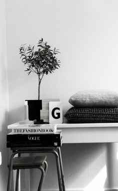 Photo and Styling Annie Lindgren Modern Interior, Interior Styling, Interior Architecture, Interior Design, Interior And Exterior, Workspace Inspiration, Interior Inspiration, Black And White Interior, Home Office Decor