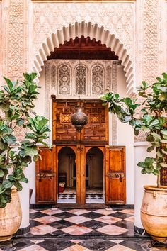 Hidden away in the heart of Marrakech, this Moroccan hotel is a honeymooners dream. Click through to find out more about what to do and where to go in Marrakech and our top honeymoon tips! Photo Marrakech, Riad Marrakech Medina, Design Marocain, Style Marocain, Architectural Digest, Houses Architecture, Hotel Design Architecture, Historic Architecture, Moroccan Garden