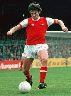 Pat Rice Arsenal 1978 Cricket Equipment, Soccer World, Arsenal Fc, Defenders, Big Men, Old Boys, Legends, Kicks, England