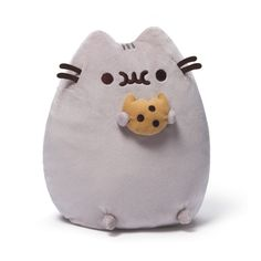 Pusheen loves her cookies and she loves them chocolate chip! Adopt Pusheen and bring her home to join your family! Her super softness is sure to bring smiles and chuckles! Pusheen plush is produced by GUND toys and stands at inches tall. Stuffed Animal Cat, Cute Stuffed Animals, Chat Pusheen, Pusheen Cat Plush, Pusheen Gifts, Pusheen Toys, Pusheen Unicorn, Pusheen Cookies, Cream Cat