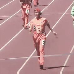 How Baekhyun reaches the finish line.... #1 (gif)