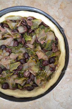 Pizza di scarola http://www.tavolartegusto.it/2012/12/19/pizza-di-scarola/
