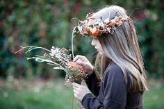 Ein herbstlich inspirierendes Fotoshooting | mummyandmini.com Flowercrown for kids / Blumenkranz für Kinder Fotografin Daniella Hernandez-Beem