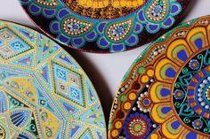 Наконец завершила комплект в духе индийской весны,над которой работала последний месяц!Давно хотелось сделать что-то с ярко-желтым цветом(у баночки с эмалью многообещающее название'Школьный автобус') 'В серию вошли две работы со свободным интуитивным орнаментом и одна геометричная.Цветовая гамма,стиль и орнаменты каждой работы перекликаются и дополняют друг друга.…