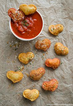 These fried ravioli hearts are a nice appetizer for Valentine's Day!