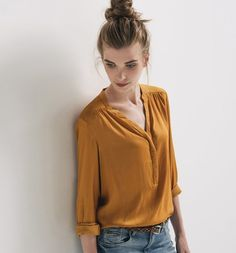 Fall 2015 Women's Silky Shirt Source by jumnl Cool Outfits, Casual Outfits, Fashion Outfits, Work Fashion, Fashion Looks, Chemise Fashion, Diy Vetement, Winter Shirts, Glamour