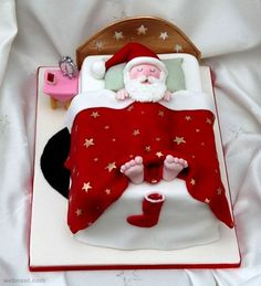 Christmas Cake Decoration Ideas Christmas cake decorating ideas and designs: Christmas cake is a type of fruit cake served during Christmas time in many countries. Here are some Christmas decoration Noel Christmas, Christmas Goodies, Christmas Treats, Christmas Baking, Father Christmas, Christmas Cakes, Funny Christmas, Xmas Cakes, Simple Christmas